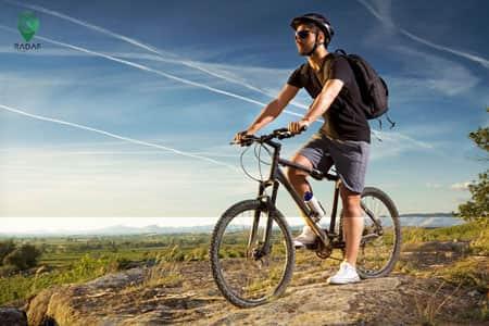 یکی از فواید دوچرخهسواری لمس آسمان آبی است.