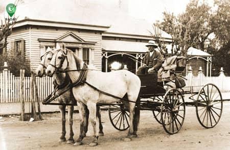 تا پیش از اختراع اولین ماشین از کالسکه برای نقل و انتقال استفاده میشد.